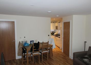 Thumbnail 2 bedroom flat to rent in Canary Gateway, Canary Wharf, London