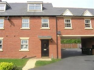 4 bed town house for sale in Farnley Road, Balby, Doncaster DN4