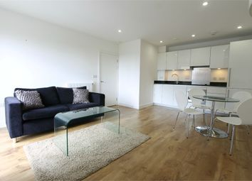 Thumbnail 1 bed flat to rent in Meadowside, London