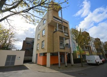 2 bed flat to rent in Glenalmond Avenue, Cambridge CB2