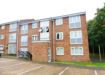 Thumbnail 2 bedroom flat to rent in Cleves Road, Hemel Hempstead