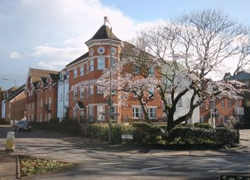 2 bed flat to rent in Horsham Road, Dorking RH4