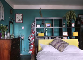 Kingsland Road, Dalston, London E8. 2 bed flat for sale