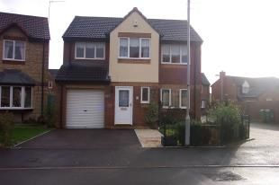 Thumbnail 4 bed detached house to rent in Kings Avenue, Chippenham