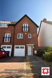 Thumbnail 4 bed town house to rent in Ascot Drive, Letchworth Garden City