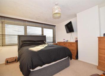 2 bed maisonette for sale in Oakfield Lane, Wilmington, Kent DA1