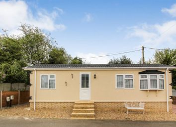 Thumbnail 1 bed mobile/park home for sale in Hillcrest Caravan Site, Manor Road, Woodside, Luton