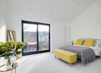 2 bed property for sale in Brownlow Road, Palmers Green N11