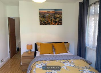 Thumbnail Room to rent in Senrab Street, London