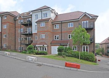 2 bed flat to rent in Freer Crescent, High Wycombe HP13