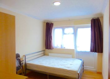 Thumbnail Room to rent in St Leonards Gardens, Hounslow