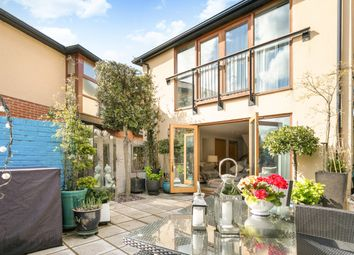 Queen Street, Henley-On-Thames RG9. 3 bed mews house