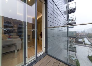 Thumbnail 1 bed flat for sale in Park Vista Tower, 5 Cobblestone Square, Wapping, London