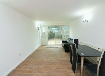 Thumbnail 4 bed flat to rent in Spinnaker House, Canary Wharf