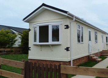 Thumbnail 2 bedroom mobile/park home for sale in Ferndale Park, Fifield Road, Bray, Maidenhead
