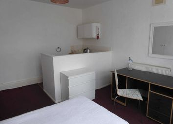 Thumbnail Studio to rent in Melrose Avenue, Earley, Reading