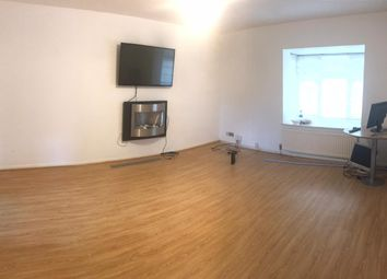 Thumbnail 2 bedroom flat to rent in Leamington Road, Luton, Bedfordshire