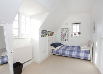 3 bed flat to rent in Finchley Road, Temple Fortune, London NW117Tl NW11
