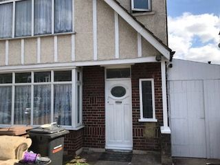 Thumbnail 3 bed semi-detached house to rent in Bishopscote Road, Luton