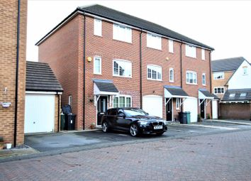 4 bed property to rent in Sherwood Walk, Middleton, Leeds LS10