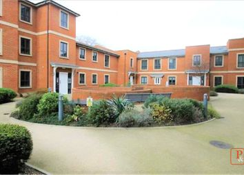 2 bed flat to rent in Greyfriars Court, Colchester, Essex CO1