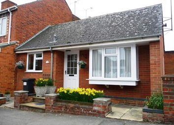 Thumbnail 1 bed bungalow to rent in Auckland Road, Reading