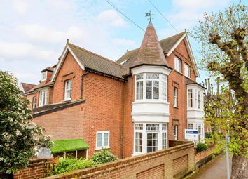 Thumbnail 1 bed flat to rent in Feltham Avenue, East Molesey