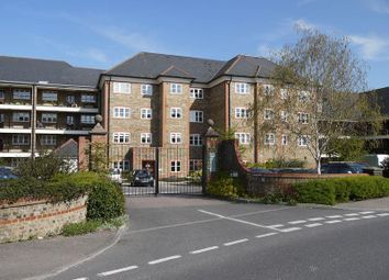 2 bed flat for sale in Newsholme Drive, London N21