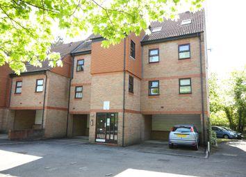 2 bed flat to rent in Carmel Close, Mount Hermon Road, Woking GU22