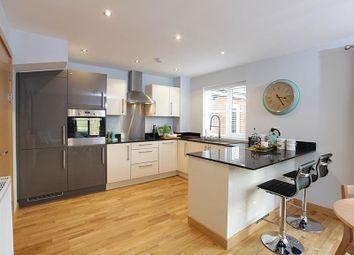 Thumbnail 2 bedroom flat for sale in Windsor Block, Langley Square, Dartford