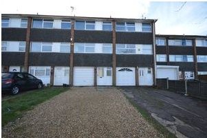 Thumbnail 3 bed town house to rent in Swasedale Road, Luton