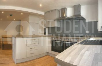 Thumbnail 2 bed shared accommodation to rent in Weydon Lane, Farnham, Surrey