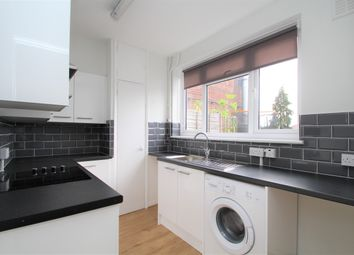Tolworth Broadway, Surbiton KT6. 2 bed flat