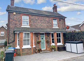 North Lane, West Hoathly, East Grinstead, West Sussex RH19. 4 bed link-detached house