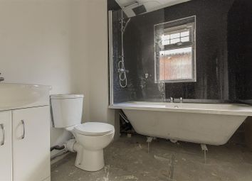 3 Bedrooms Semi-detached house for sale in Troughbrook Road, Hollingwood, Chesterfield S43