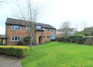 2 bed flat to rent in The Weavers, Swindon SN3