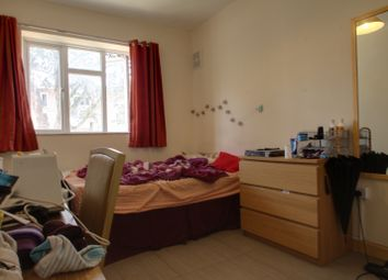 Thumbnail 4 bed flat to rent in County Street, London