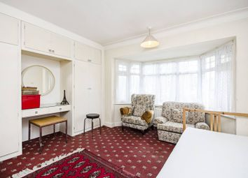 3 bed property for sale in Elms Avenue, Hendon, London NW4