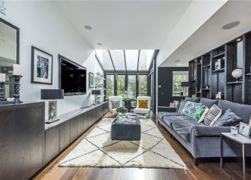 Fulham Road, London SW10. 3 bed terraced house for sale