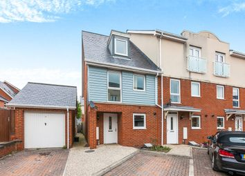 Thumbnail 3 bed town house for sale in Barrow Gardens, Redhill