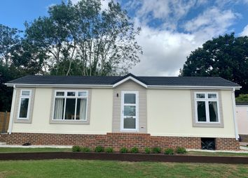2 bed mobile/park home for sale in Six Bells Park, Woodchurch, Ashford TN26