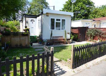 2 bed mobile/park home for sale in Grovelands Park, Winners, Wokingham, Berkshire RG41