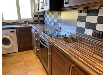1 bed flat to rent in Vanbrugh Drive, Walton-On-Thames KT12