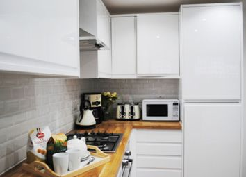 Thumbnail 1 bed flat to rent in Bethnal Green Road, Bethnal Green
