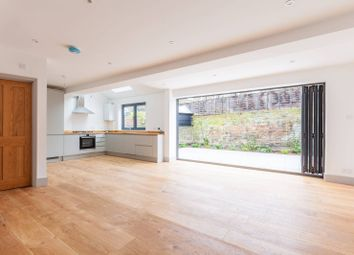 Thumbnail 2 bed flat to rent in Bicknell Road, Camberwell