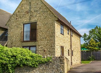Thumbnail 2 bed flat to rent in Eastfield Road, Witney