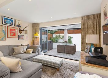 Thumbnail 2 bedroom flat to rent in Strathblaine Road, London