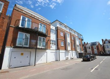 2 bed flat to rent in Montgomerie Road, Southsea PO5