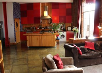 Thumbnail 2 bed flat to rent in Morris Road, London