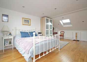 3 bed terraced house to rent in Hollies Road, Ealing W5